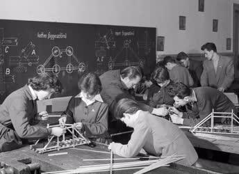 Oktatás - Hídipari Technikum