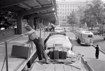 Városkép-életkép - Az Engels téri buszpályaudvaron