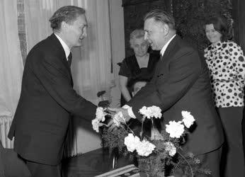 Németh László Kossuth-díjas író kitüntetése