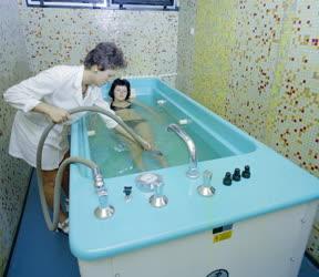 Egészségügy - Víz alatti masszázs a zalakarosi gyógyfürdőben