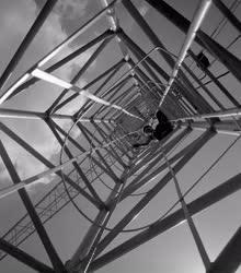 Ipar - Csehszlovák toronydarut vásárolt a 23. Építőipari Vállalat