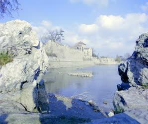 Városkép - Természet - A tatai vár és az Öreg-tó