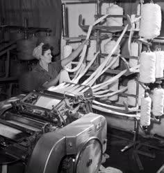 Ipar - Textilipar - Szálrendezés a Kistarcsai Fésűsfonógyárban
