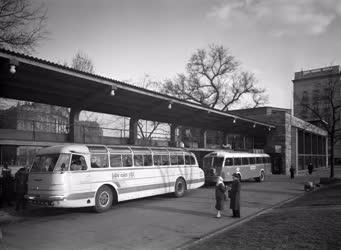 Közlekedés - Autóbusz-pályaudvar az Engels téren