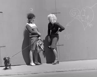 Józsefvárosi életkép - Barátnők