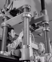 Ipar - Gépgyártás - Hajlító vizsgálat előkészítése