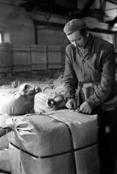 Ipar - Egy textilipari üzem raktárában