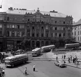 Közlekedés - Járműipar - 20 autóbuszt kapott Pécs
