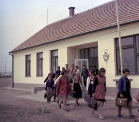 Oktatás - Új tanyai iskola Kiskunfélegyháza határában